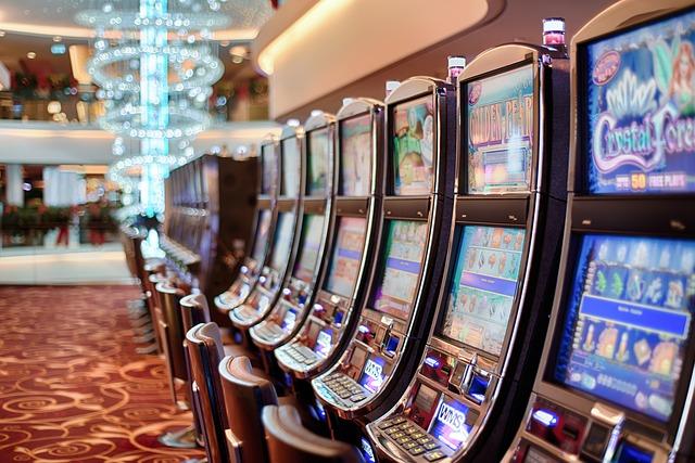 www.row-of-slot-machines.jpg