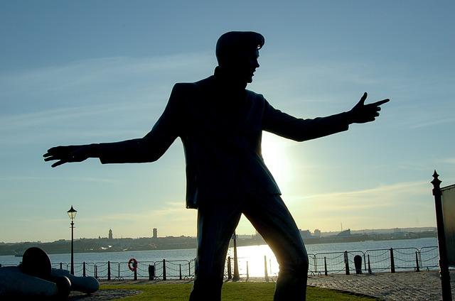 www.elvis-statue.jpg